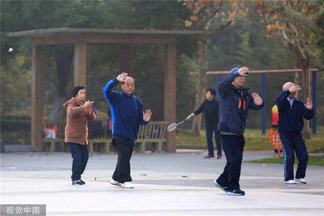 积极应对人口老龄化 增强经济运行弹性