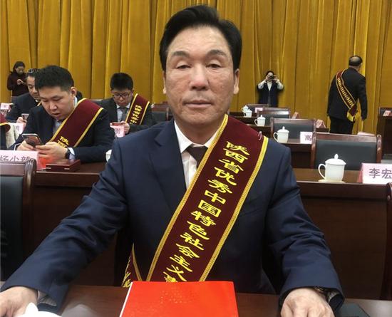 """杨百章荣获""""陕西省优秀中国特色社会主义事业建设者"""""""