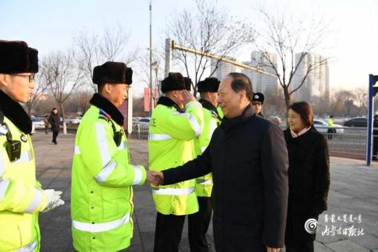 石泰峰布小林看望慰问春节期间坚守一线岗位工作人员
