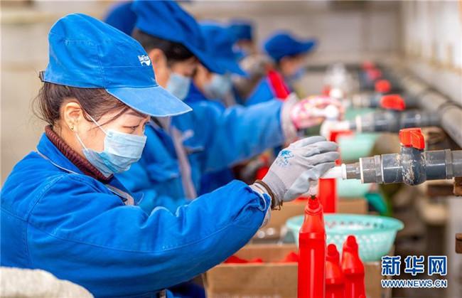 山西运城:加紧生产消毒液 增加市场供应