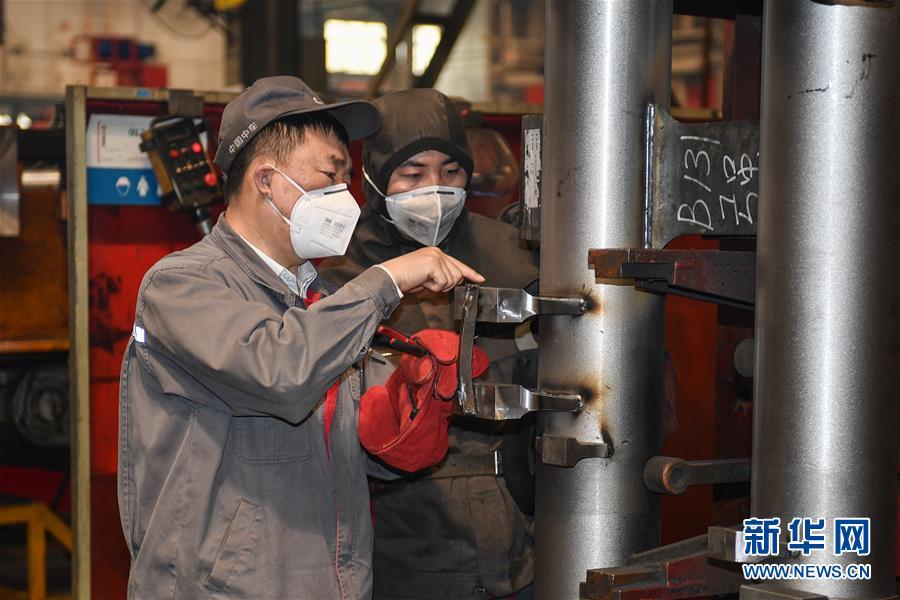 (在习近平新时代中国特色社会主义思想指引下――新时代新作为新篇章・习近平总书记关切事・图文互动)(7)汗水的味道――记录奋战在复工复产一线的劳动者