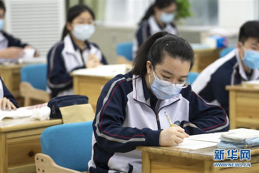 (聚焦疫情防控)(7)武汉:高三年级复学