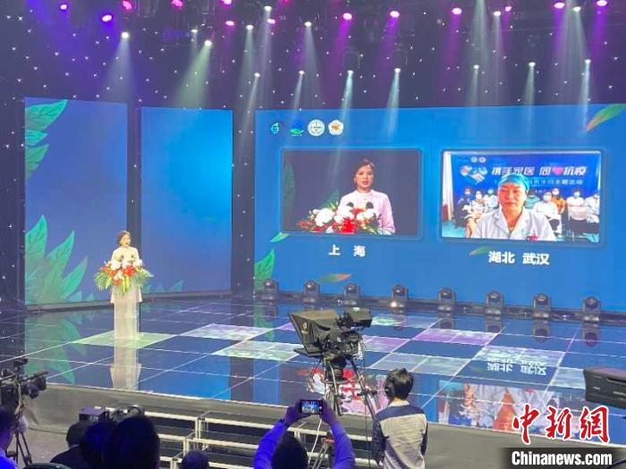 当天活动的现场连线讲述了此次疫情期间,家庭医生在武汉创造的生命奇迹。上海市卫健委供图