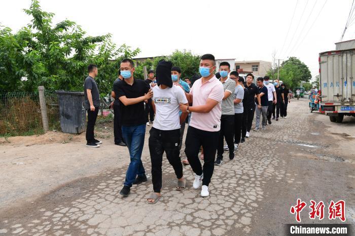 郑州出动1300名警力缉捕吸贩毒盗销电动车等嫌犯133人落网