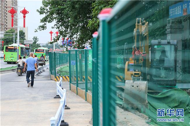 城市观察:西安围挡巧变身 让城市更有温度