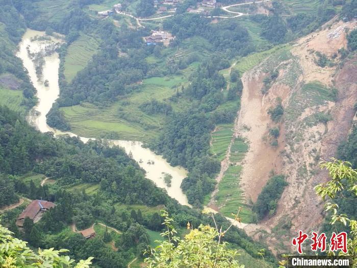 重庆21个区县近10万人受灾武隆堰塞湖正紧急处置中