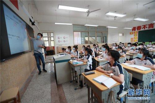 武汉初一初二年级学生返校复学