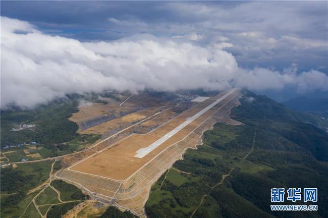 重庆仙女山机场正式开始校飞
