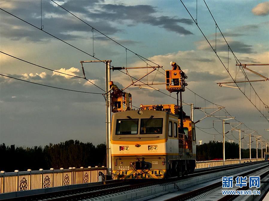 """(图文互动)(2)我国智能高铁""""新标杆""""京雄城际全线接触网贯通"""