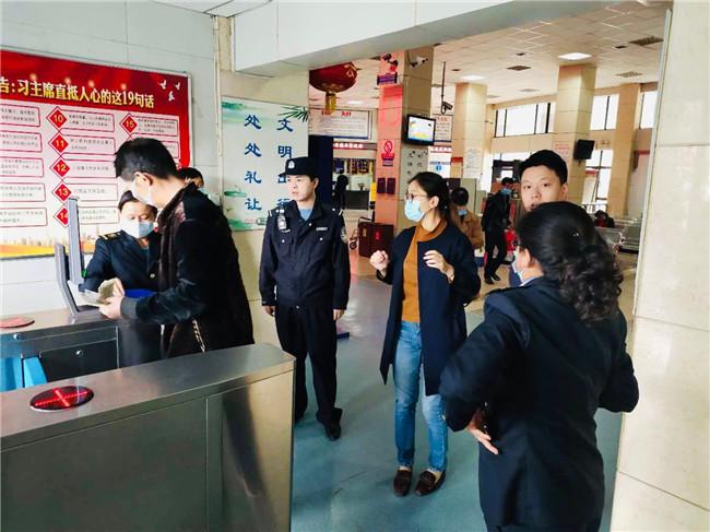 【铜川公安】汽车站安全检查 保群众平安出行