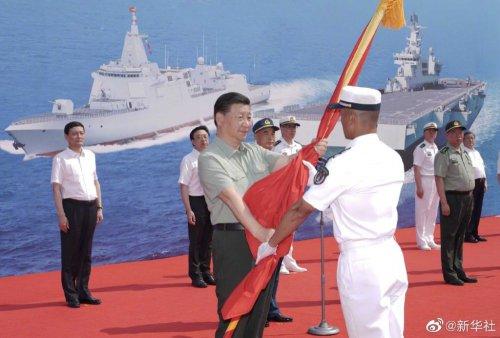 习近平出席海军三型主战舰艇集中交接