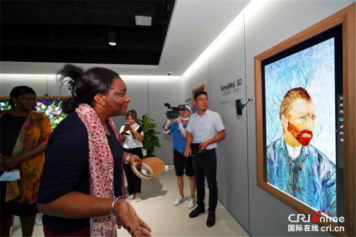 【Hi 西安】驻华大使夫人走进西部云谷 人工智能技术令人惊叹_fororder_图片35