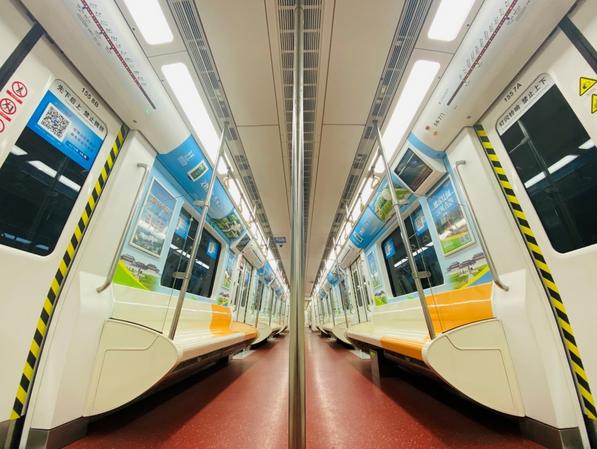 """陕西西安:地铁2号线开通""""汉阳陵主题列车"""""""