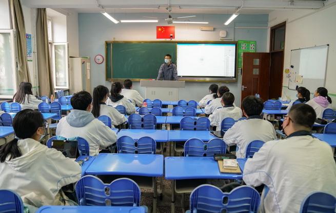 黑龙江省高中毕业年级平稳有序复课