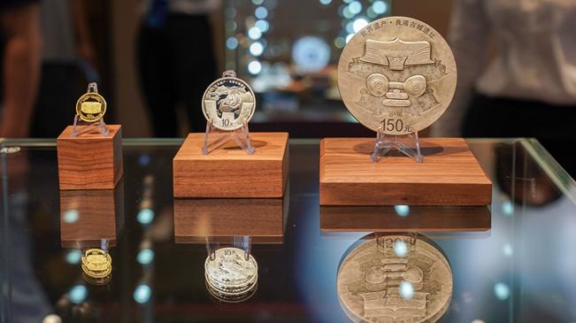 世界遗产(良渚古城遗址)金银纪念币在良渚遗址首发