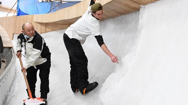 走近国家雪车雪橇中心的制冰师
