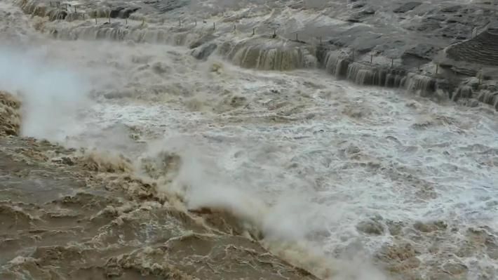 黄河壶口瀑布水量暴涨落差消失 再现水岸齐平!